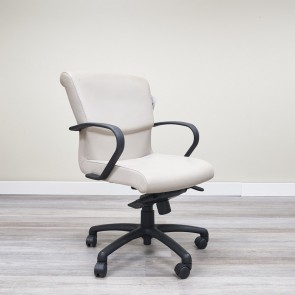 Used Bernhardt Mid-Back Conference Chair (Bone) CHE1697-004