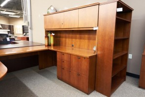 Used Right P-Top Executive U-Shape Desk with Hutch (Cherry) DEU1678-002